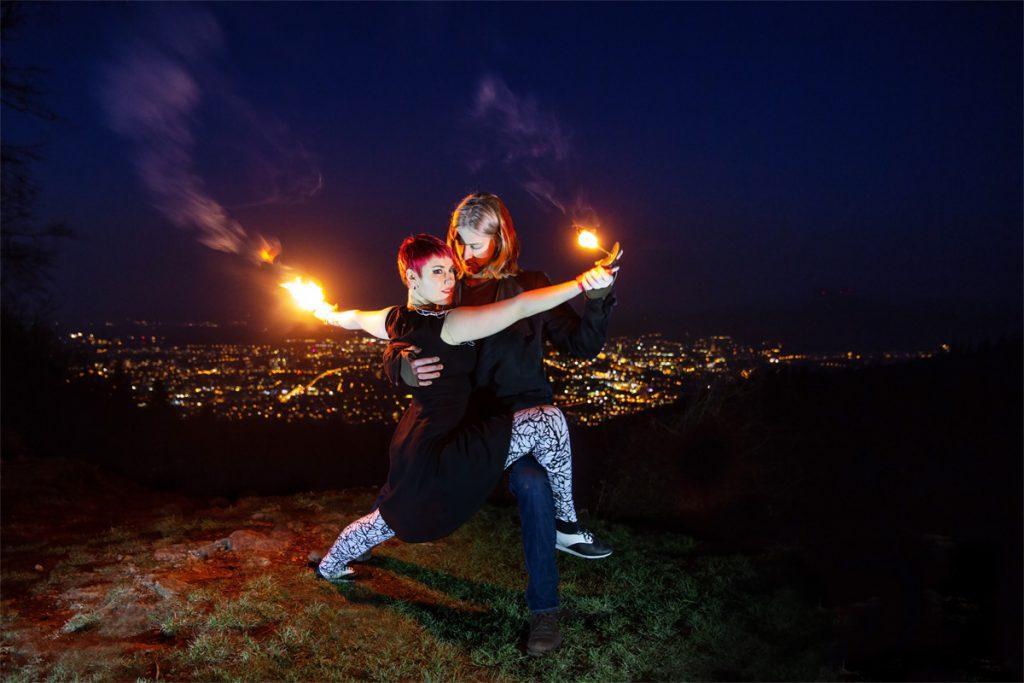 Individuelle Feuershow aus Ludwigsburg bei Stuttgart buchen mit Duo Paar Tango Tanzakrobatik