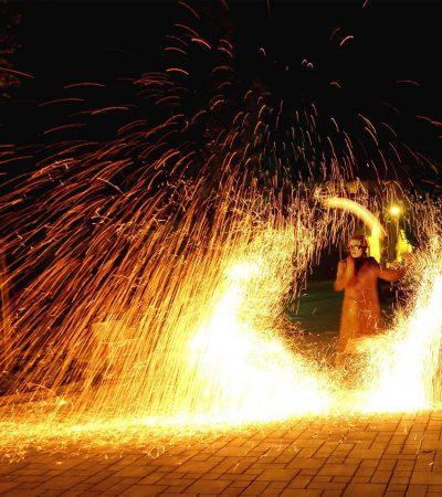 Feuershow mit eindrucksvollen Spezialeffekten aus Stuttgart buchen - magische Kohlefunkenstäube