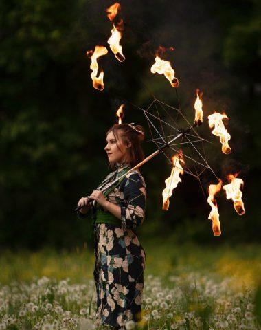 feuerkünstlerin nadine mit feuershirm asian princess japanese style2